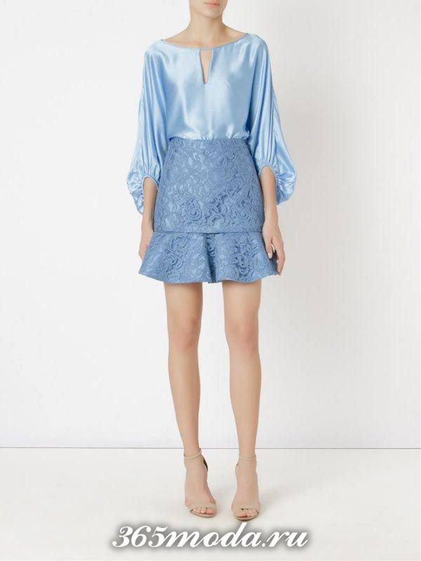 короткая гипюровая юбка годе с голубой блузкой с чем носить