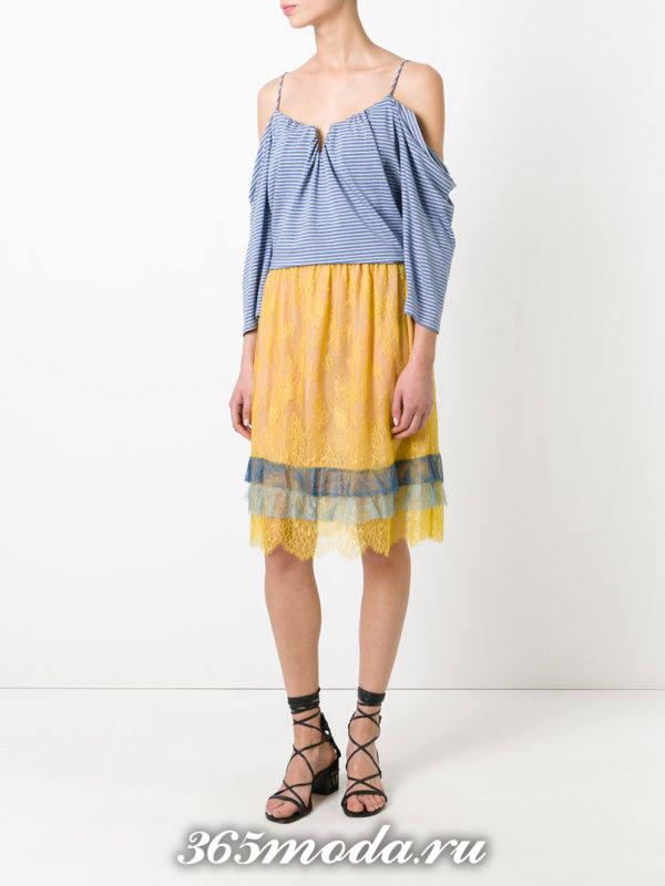желтая гипюровая юбка с оборками с полосатой блузой с чем носить
