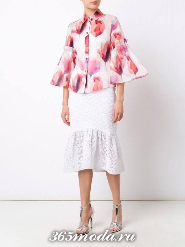 белая гипюровая юбка годе с блузой с рукавами клеш с чем носить