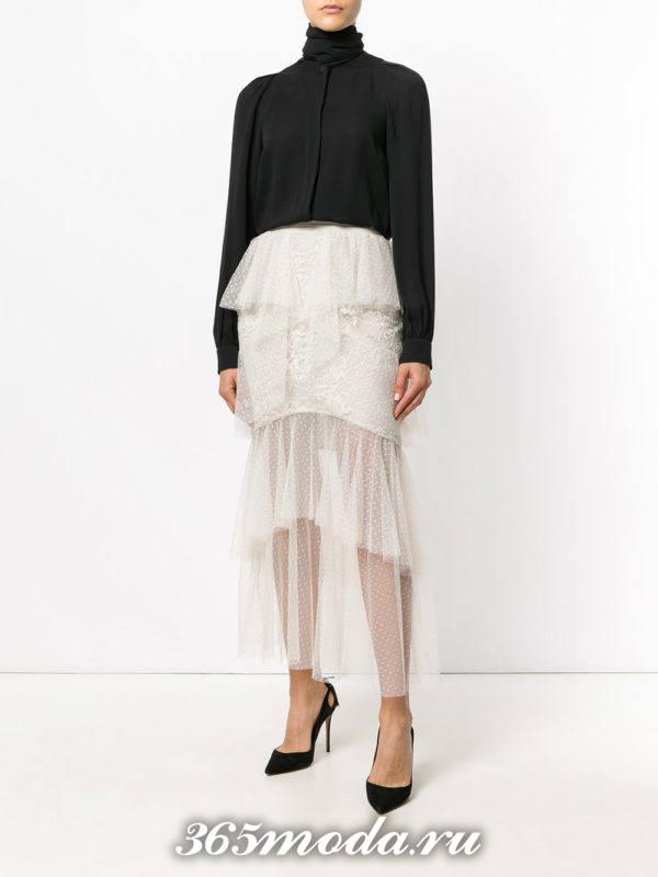 многослойная гипюровая юбка с черной блузой с чем носить