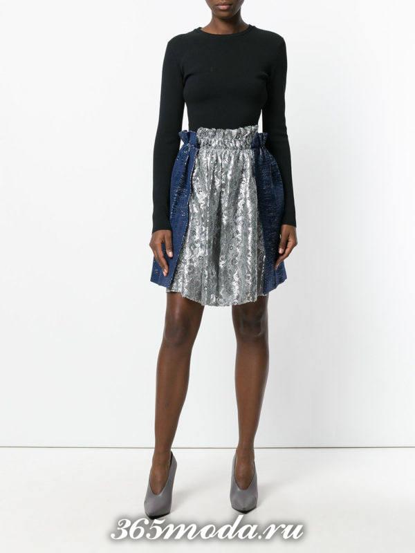 с чем носить гипюровую двухцветную юбку клеш с черной блузой