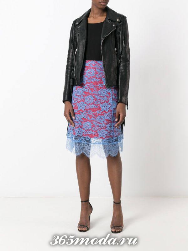 двухцветная гипюровая юбка миди с косухой с чем носить