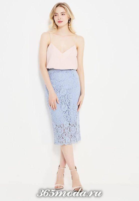 гипюровая голубая юбка карандаш с топом на бретелях с чем носить