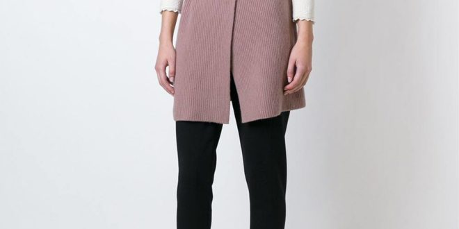 нюдовый удлиненный вязаный жилет без рукавов с поясом с брюками