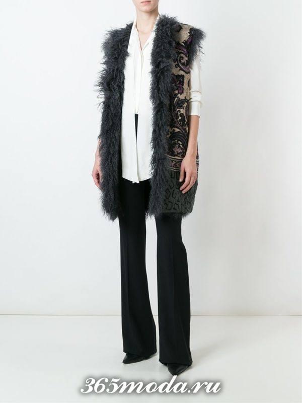 зимний удлиненный жилет без рукавов с чем носить