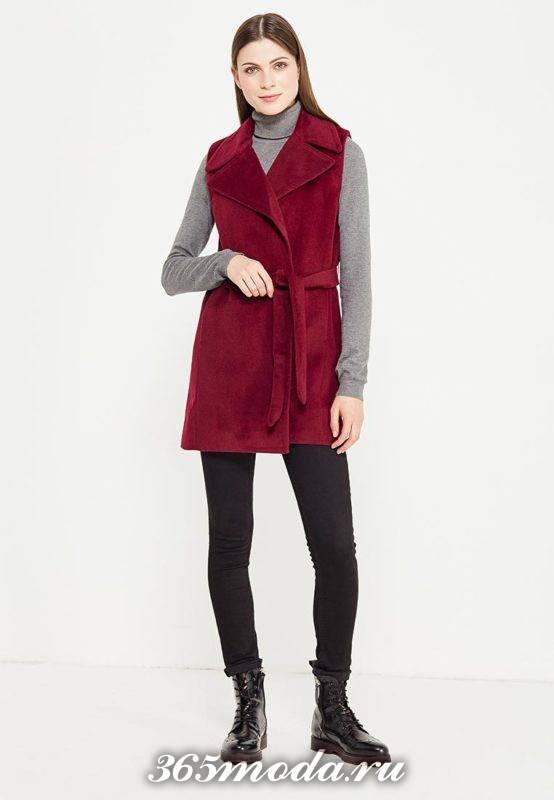 красный зимний удлиненный жилет без рукавов с чем носить