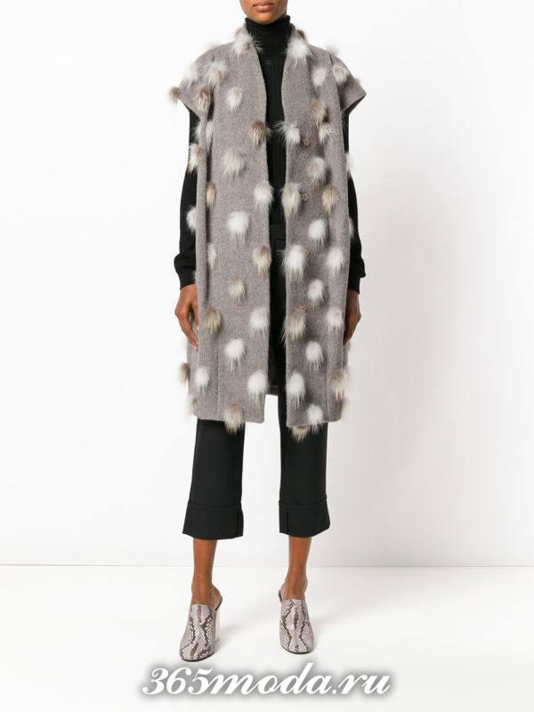 серый зимний удлиненный жилет без рукавов с чем носить