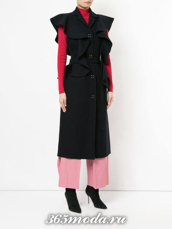 деловой черный удлиненный жилет без рукавов с чем носить
