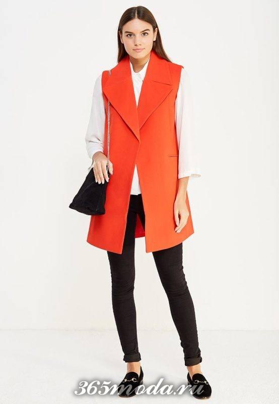 деловой оранжевый удлиненный жилет без рукавов с чем носить