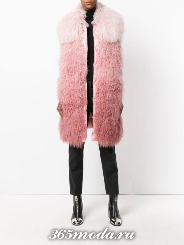 удлиненный меховой жилет без рукавов розовый с брюками