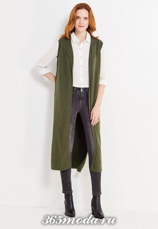удлиненный жилет без рукавов зеленый с ботинками