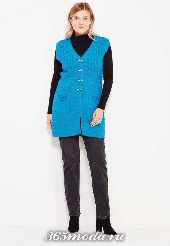 синий удлиненный вязаный жилет без рукавов с брюками