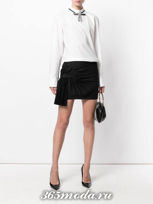 черная мини юбка плиссе с декором