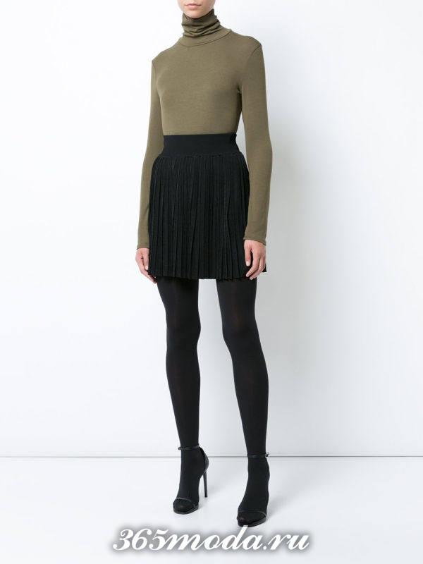 черная короткая юбка плиссе