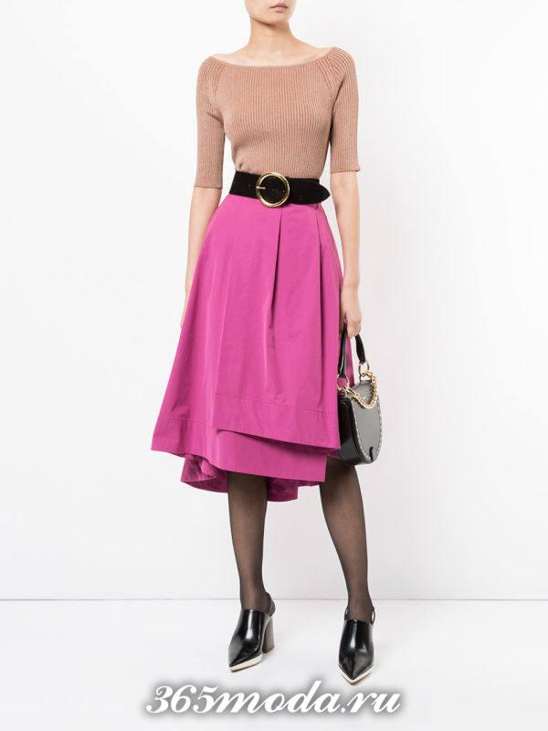 розовая юбка плиссе с туфлями на каблуке