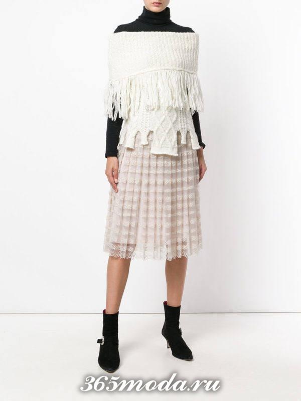 кружевная юбка плиссе с замшевыми ботинками