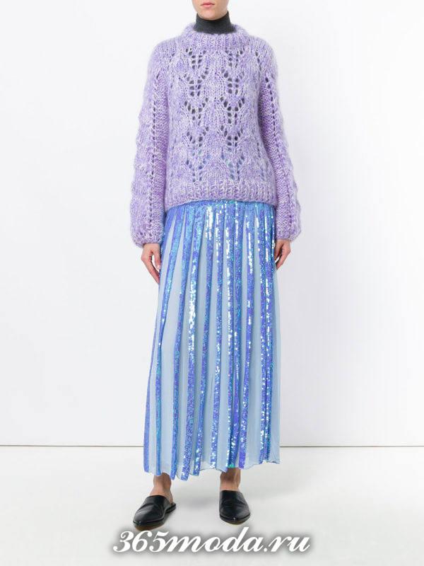длинная голубая юбка плиссе с мюлями