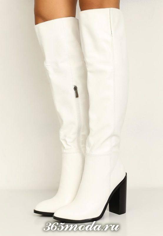 белые ботфорты на толстом каблуке весна
