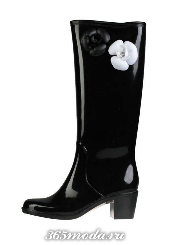 резиновые сапоги на каблуках с декором весна