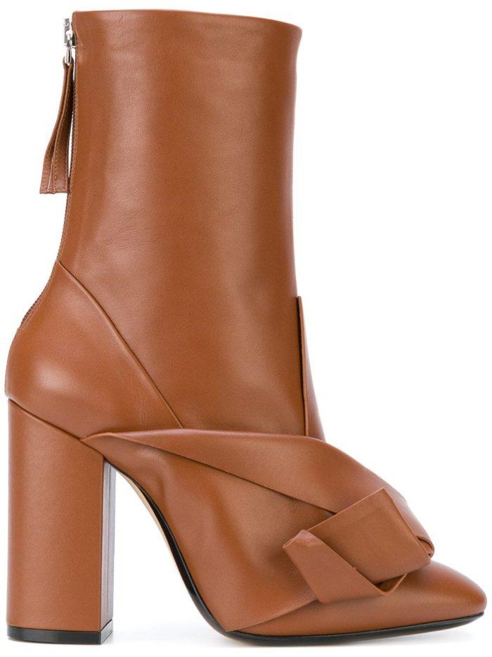 коричневые полусапоги с декором на каблуках женские весна