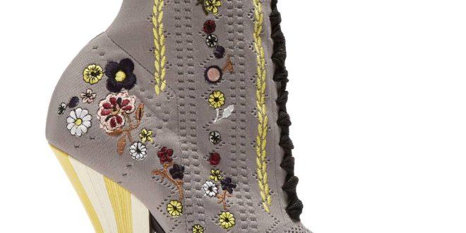 Женские сапоги весна 2020 года: модные тенденции, фото, новинки