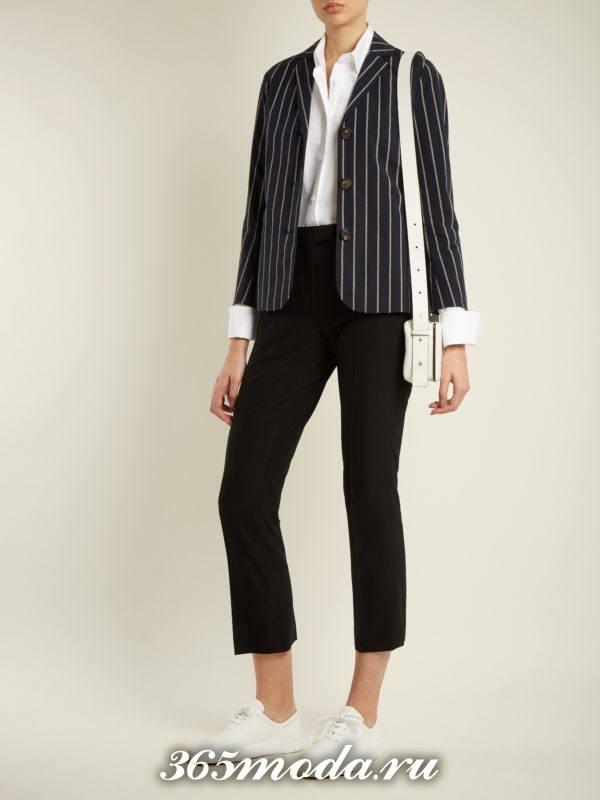 образ с полосатым пиджаком и укороченными брюками весна