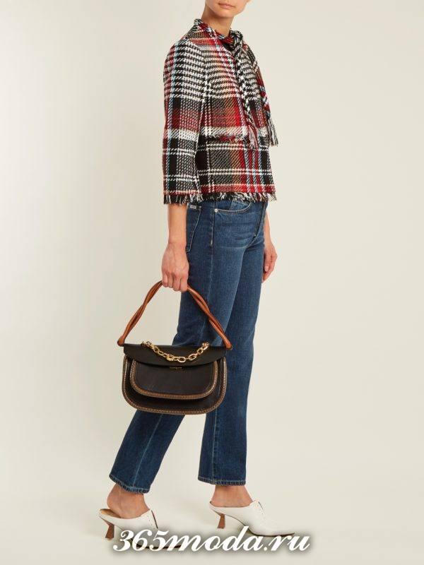 образ с пиджаком с принтом и укороченными джинсами весна