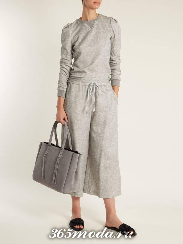 образ с серым свитшотом и серыми брюками кюлотами весна