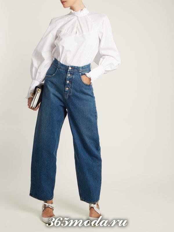 образ с широкими джинсами и белой блузой весна