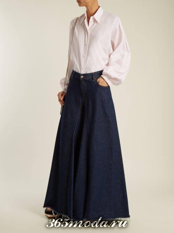 образ с широкими джинсами клеш и блузой весна