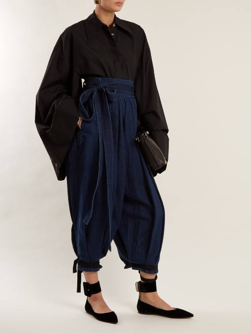 образ с брюками-шароварами и блузой с рукавами клеш весна