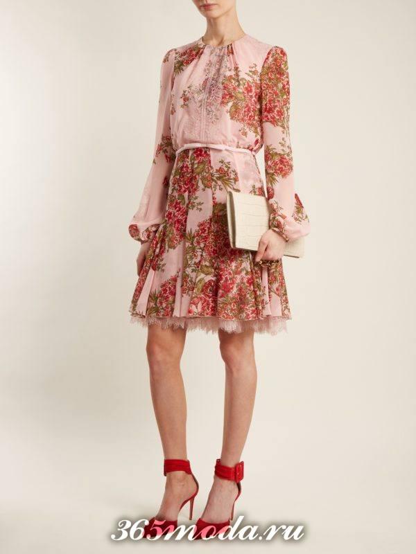 образ с коротким платьем клеш с принтом весна