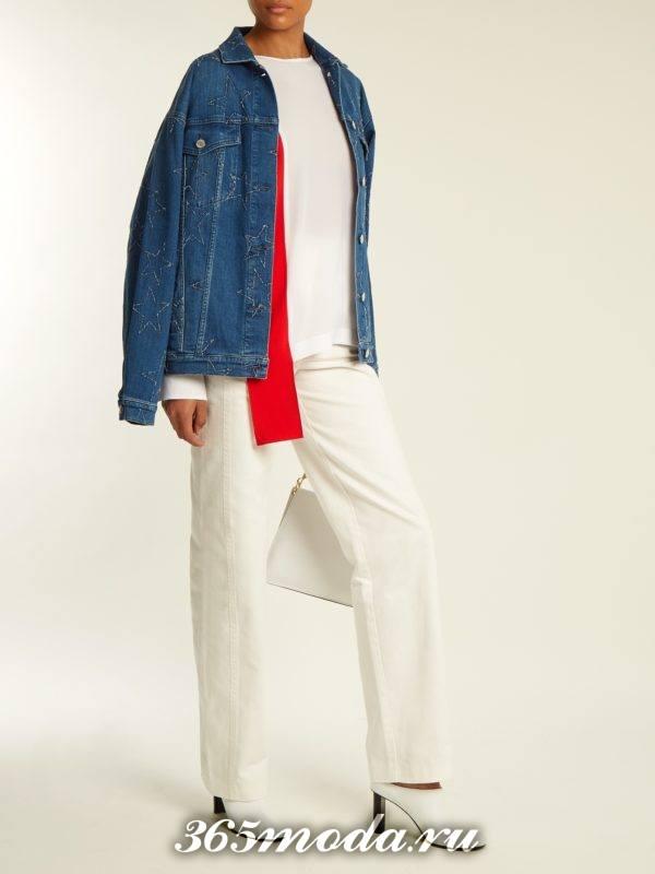 образ с прямыми брюками и джинсовой курткой весна