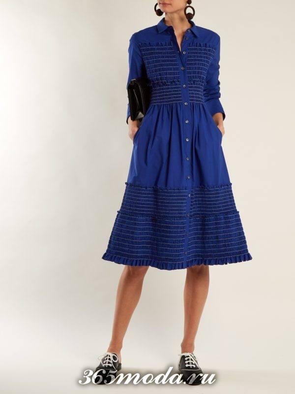 образ с синим платьем клеш весна