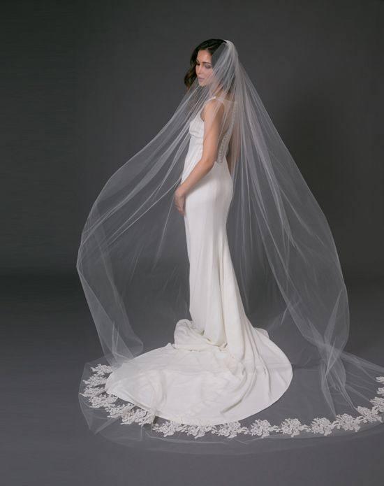 свадебная фата длинная с вышивкой по краям