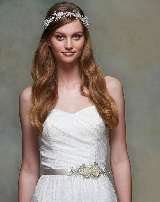 свадебная прическа длинные волосы с диадемой