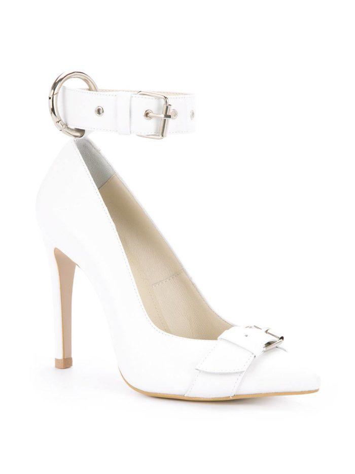 Свадебная мода: туфли белые с пряжкой