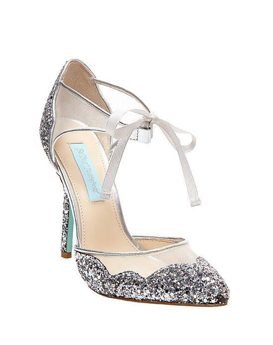 свадебные туфли с декором и пряжкой