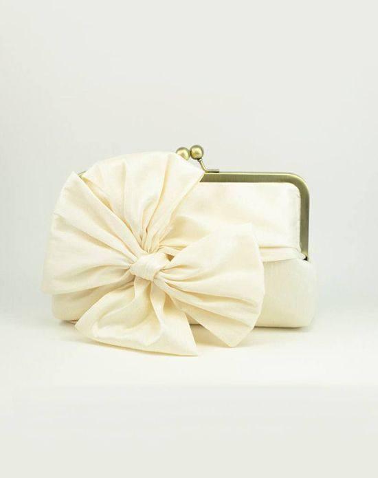 молочная свадебная сумка с бантом