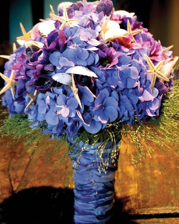 свадебный букет из синих цветов