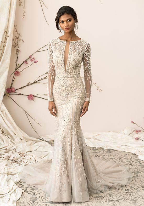 свадебное платье с длинными рукавами со шлейфом
