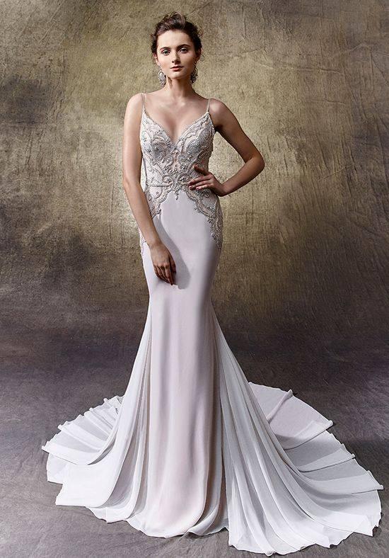 свадебное платье со шлейфом с декором