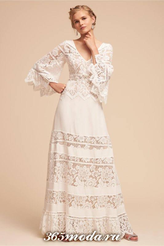 свадебное платье с кружевными деталями и рукавами клеш