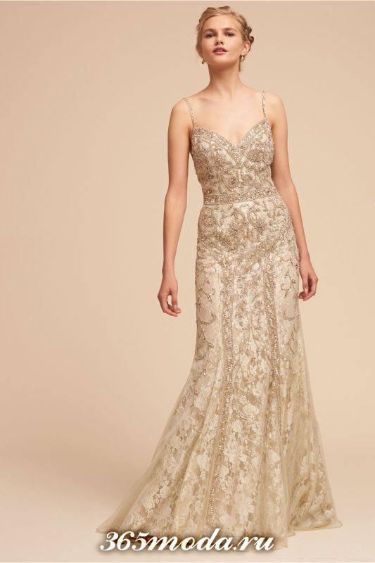 свадебное кружевное платье с декором на бретелях