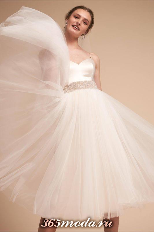 короткое пышное свадебное платье с поясом