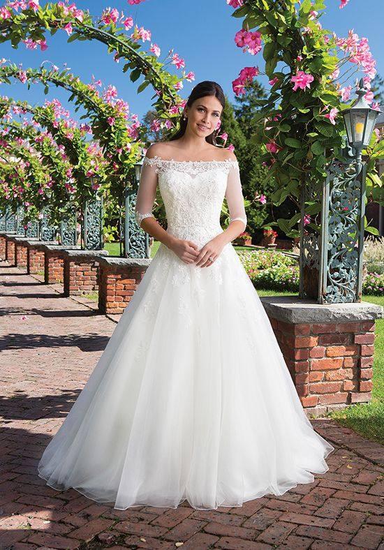 свадебное пышное платье с открытыми плечами