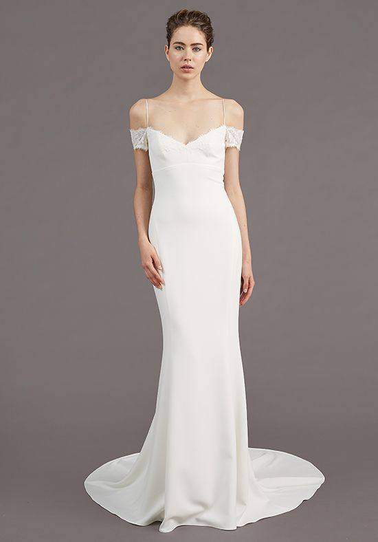 свадебное платье с открытыми плечами прямое на бретелях