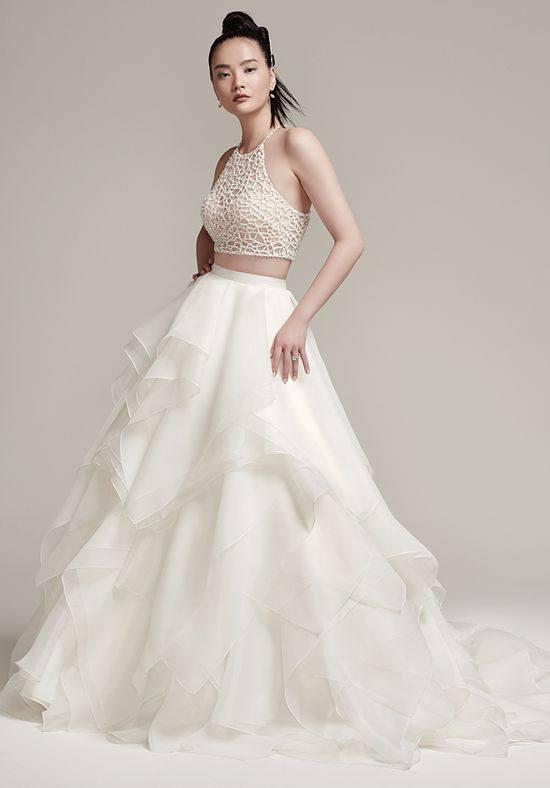 свадебное платье с открытыми плечами многослойное