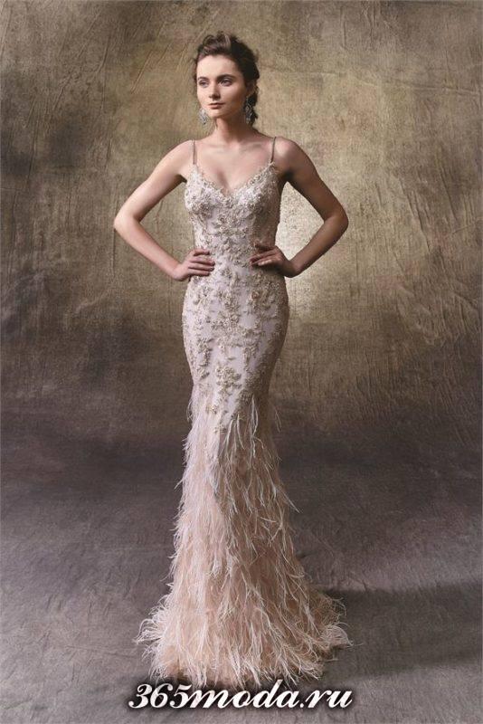 модное свадебное платье с перьями