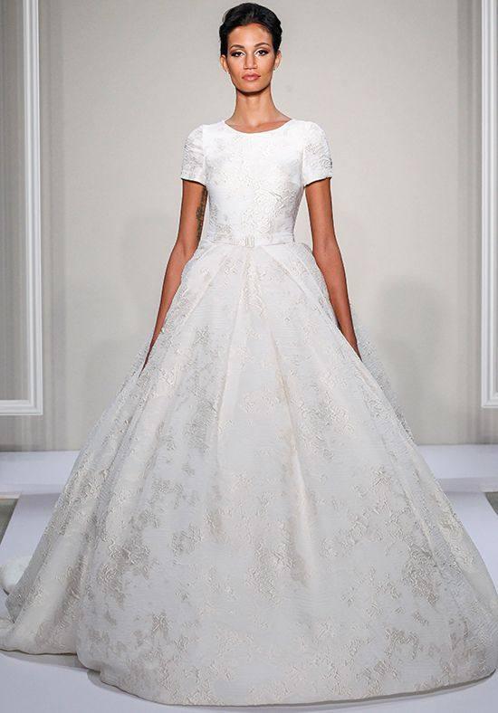 модное свадебное платье пышное с короткими рукавами